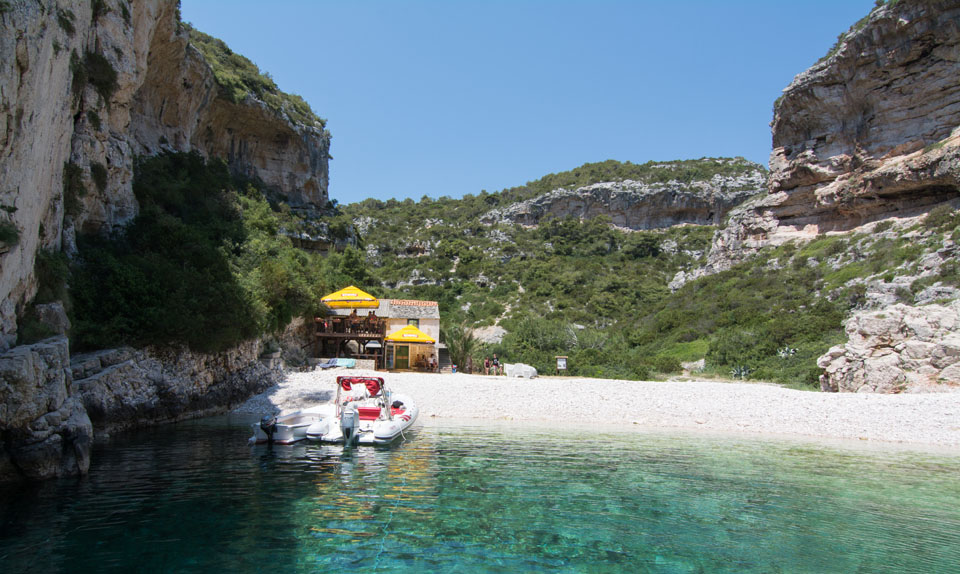 stiniva bay beach-boat excursion